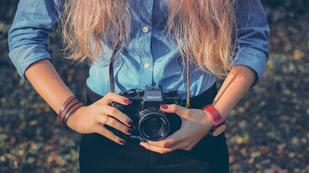 Girl with camera by Sergey Zoling via Unsplash